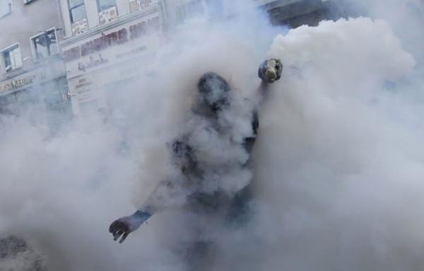 manifestante-turco-gas