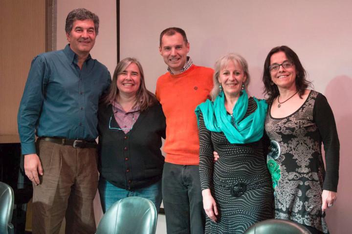 Tony con los organizadores. Foto Paula Aiello