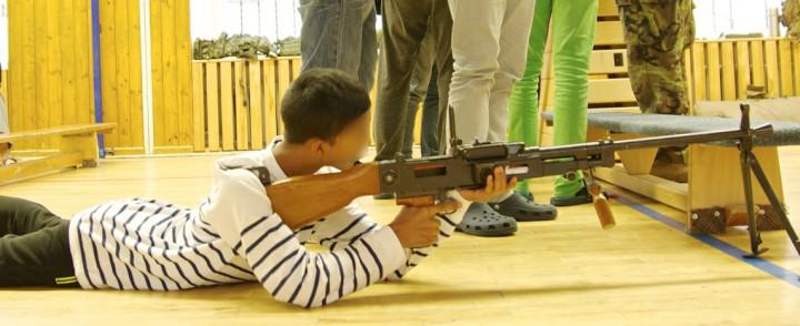 armi a scuola faccia oscurata 2