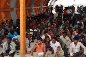 migranti-ammassati