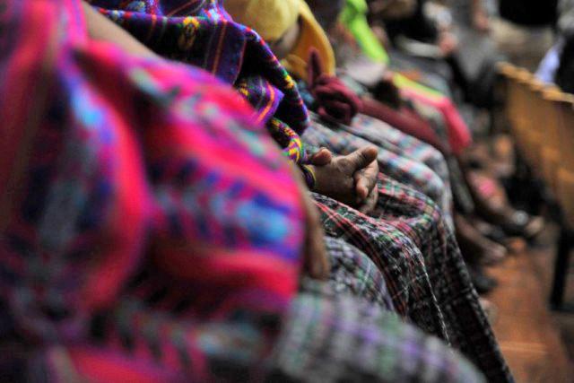 Las manos de las litigantes. Foto: Cristina Chiquín