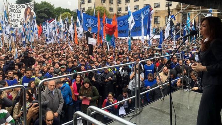 Respaldo a Cristina Kirchner en Tribunales