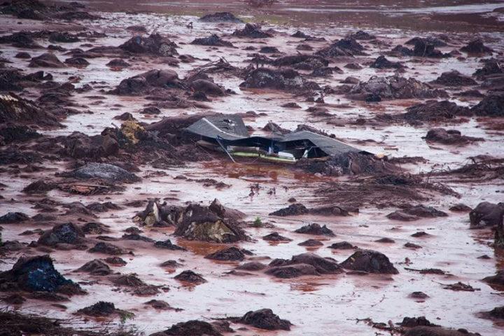 Desastre causado por la ruptura de la represa de Samarco en Mariana, Minas Gerais, la peor tragedia ambiental de Brasil. Foto: Gustavo Ferreira/Jornalistas Livres