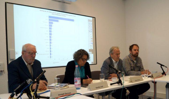 Joseph Gerson, Xanthe Hall, Reiner Braun e Lucas Wirl em entrevista coletiva.