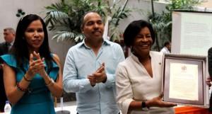 Entregan en Venezuela Premio Comunicación para la Paz
