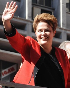 Dilma parabeniza Chávez pela reeleição na Venezuela