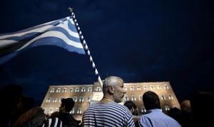 Masiva protesta en Grecia mientras el Parlamento intenta aprobar un nuevo ajuste