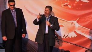 Governo egípcio aprova lei que autoriza Mursi a empregar Forças Armadas na preservação da segurança