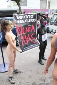 Líneas telefónicas promueven el aborto seguro en Sudamérica