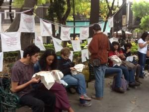 Un memorial de pañuelos blancos despide a Calderón
