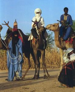 Diverse migliaia di Tuareg sono in fuga dagli attacchi aerei sulla regione