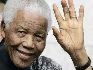 Ex-presidente sul-africano Nelson Mandela tem alta