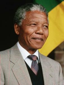 Estado de saúde de Mandela apresenta melhoras