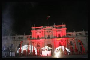 Jirafas en el centro de Santiago, debut del Festival Santiago a Mil 2013