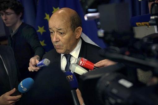 Francia amplía su intervención militar en Mali y crece la tensión