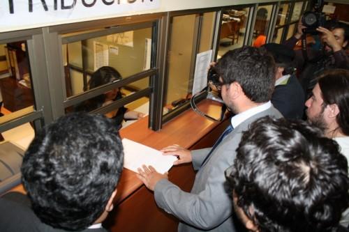 Estudiantes demandan a ministros de Educación y Economía desde Frei hasta Piñera