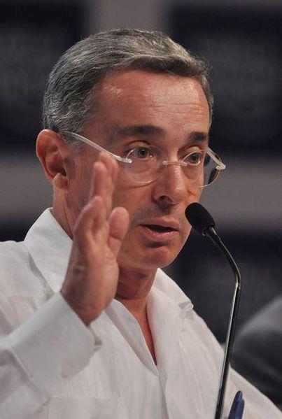 Uribe es investigado como presunto responsable o inductor de mas de 3.000 asesinatos