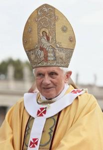 Papa Bento XVI anuncia renúncia