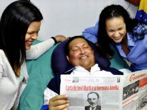 Chávez aparece em fotos, mas tem dificuldades para falar