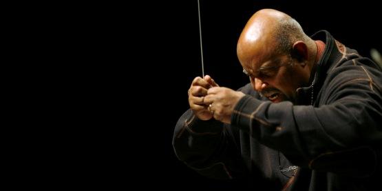 Maestro James DePreist, um dos primeiros afro-americanos a dirigir orquestras