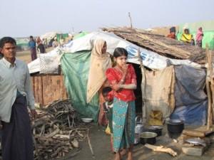 Thailandia: profughi Rohingya accusano la Marina thailandese di mancato soccorso