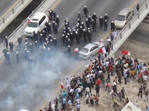 Bahrein: decine di feriti negli scontri durante le manifestazioni per l'anniversario delle proteste