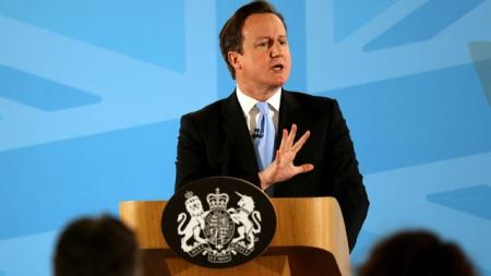 Cameron vara misure di controllo dell'immigrazione