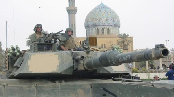 Tropas estadounidenses ocupando el centro de Bagdad (9 de abril de 2003)