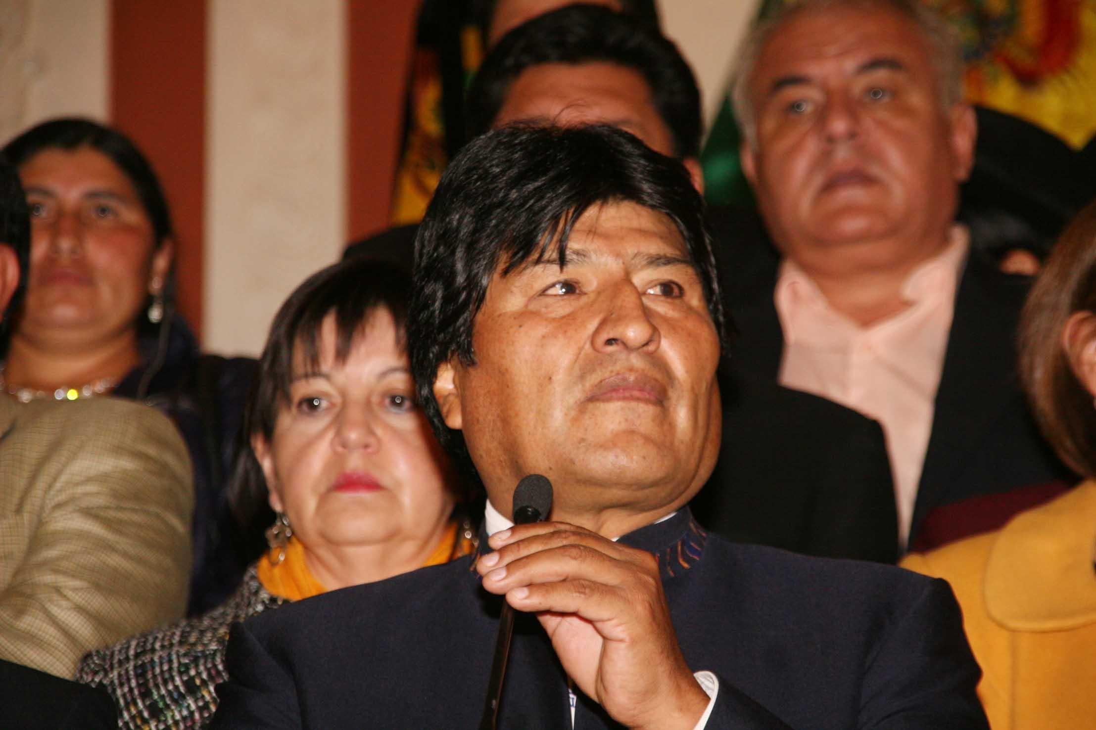 Presidente Morales se dice 'destrozado' por muerte de Chávez y pide unidad a Venezuela.