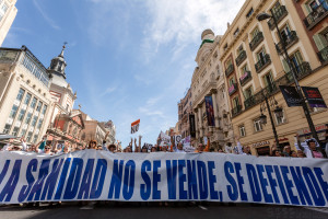 Miles de personas inundan las calles de Madrid a favor de la sanidad pública