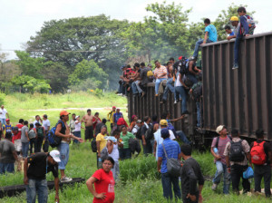 Informe: proyecto de ley de inmigración podría negar ciudadanía a inmigrantes pobres y a recién llegados