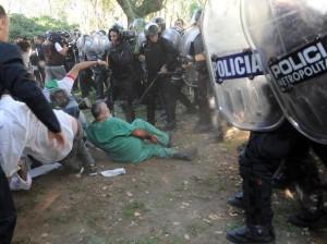 Humanistas repudian represión por parte de la Policía Metropolitana de Macri