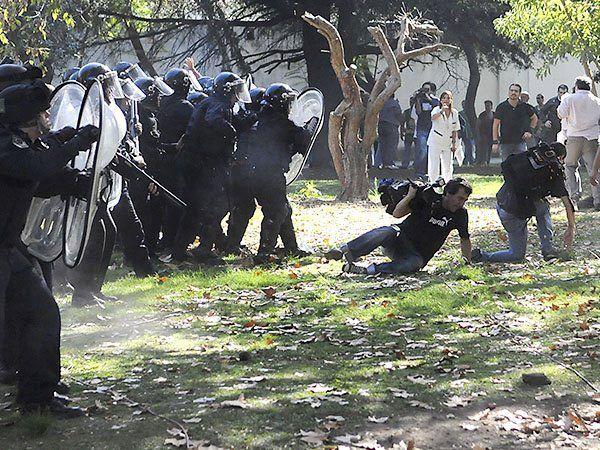 A la violación de la garantía del acceso a la salud, Macri le suma la represión