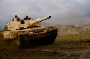 Los gastos militares globales disminuyen, pero aumentan los de Rusia y China