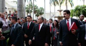Venezuela empossa Maduro no dia de seu aniversário de independência