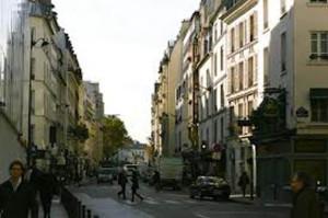 """""""¡Alto a las expulsiones!"""", claman manifestantes en Francia por desalojos familiares"""