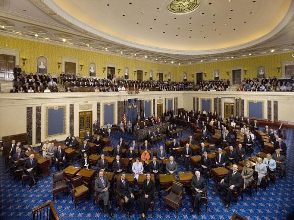 Comitê do Senado dos EUA aprova medida que pede a Obama para armar rebeldes sírios