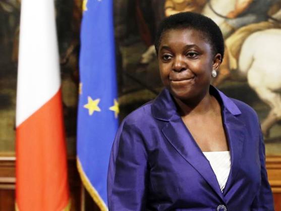 """Primeira ministra negra da Itália defende imigrantes e é insultada: """"vá para o Congo"""""""