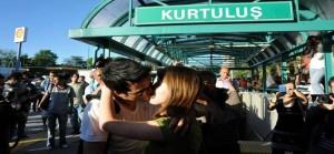 """Ankara: contro chi vuole imporre """"codici morali"""" una protesta """"al bacio"""""""