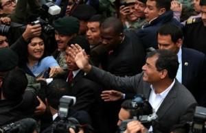 """Rafael Correa : """"La tactique de la droite nord-américaine en Equateur, au Venezuela et en Bolivie, est de financer des fondations pour déstabiliser les gouvernements progressistes."""""""