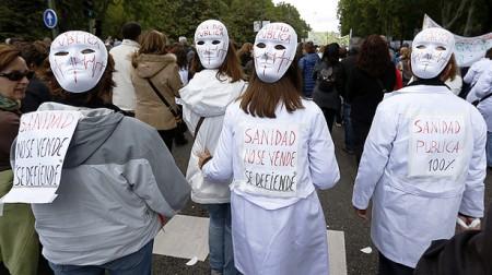 Protesta di massa a Madrid contro la privatizzazione della sanità