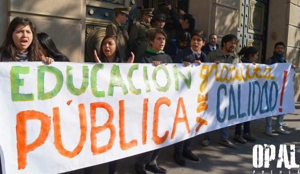 Estudiantes chilenos ocuparon el Ministerio de Hacienda