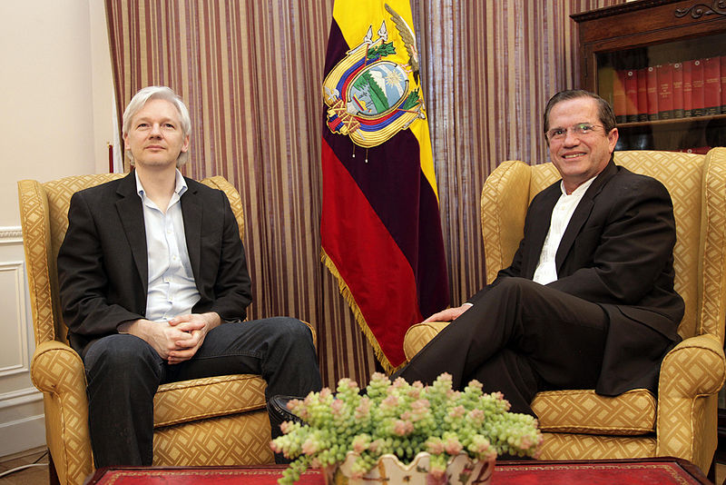 Minister Ricardo Patiño in a meeting with Julian Assange
