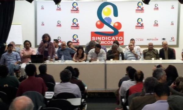 Esquerda se une em São Paulo para decidir como atuar em manifestações pelo país