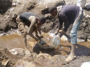 3_1 la pauvreté amène les enfants dans les mines au Katanga