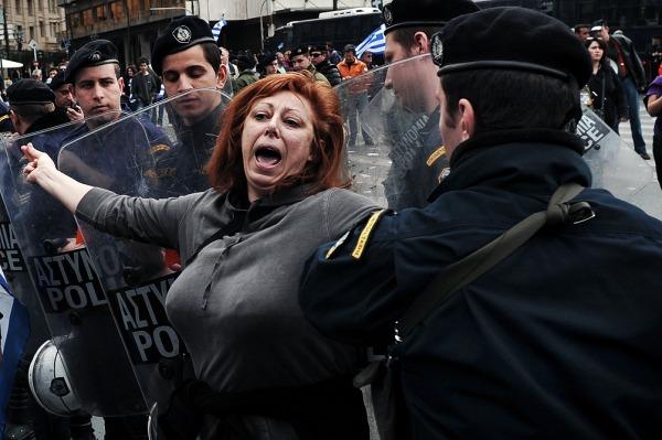 El gobierno griego prohibió las protestas contra el ministro de finanzas alemán, la cara del ajuste
