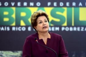 Después de las protestas, Rousseff presentó el plebiscito y espera por la reforma
