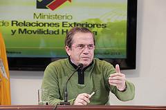 Ecuador: Cancillería denuncia hallazgo de micrófono oculto en la Embajada de Ecuador en Londres (VIDEO)