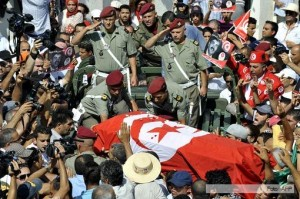 Un muerto en medio de violentas protestas desatadas en Túnez