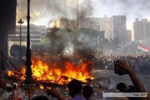 El ejército egipcio amenazó con «tomar medidas», mientras renunciaron cinco ministros